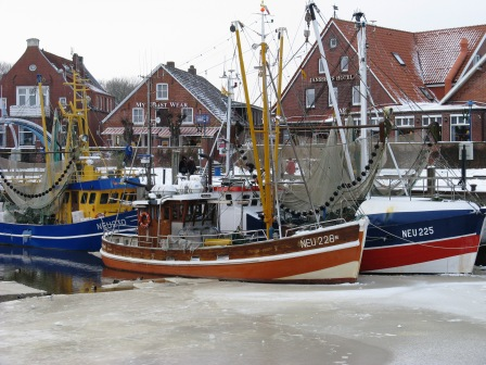 Kutter in Neuharlingersiel im Winter